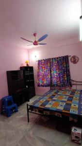 Gallery Cover Image of 1500 Sq.ft 3 BHK Independent Floor for rent in Kalikapur for 25000