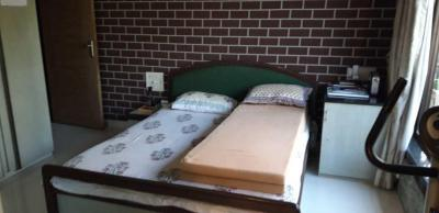 Gallery Cover Image of 1350 Sq.ft 3 BHK Apartment for rent in Santacruz West for 100000