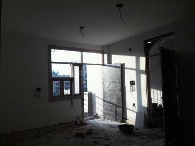 Gallery Cover Image of 900 Sq.ft 3 BHK Apartment for buy in Raju Parak Extension for 4000000