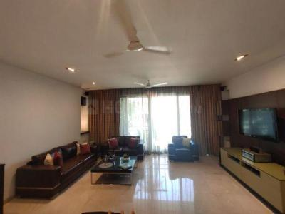 Gallery Cover Image of 2160 Sq.ft 4 BHK Apartment for rent in Juhu for 400000