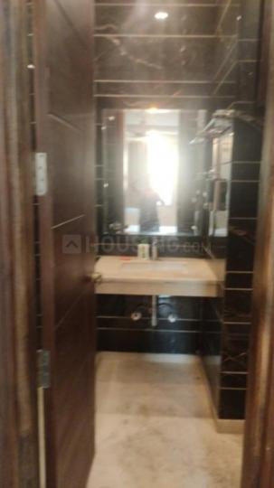 साकेत में ओम साई पीजी के बाथरूम की तस्वीर