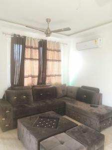 Gallery Cover Image of 1100 Sq.ft 2 BHK Independent Floor for rent in RWA Lajpat Nagar Block E, Lajpat Nagar for 38000
