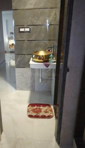 औंध में फ़्लैट पीजी फ़ॉर गर्ल्स के बाथरूम की तस्वीर