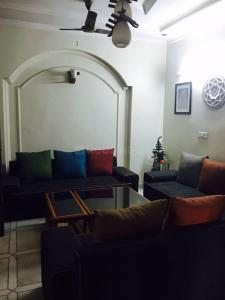 Gallery Cover Image of 800 Sq.ft 2 BHK Independent Floor for rent in Sector 22 Rohini for 17000