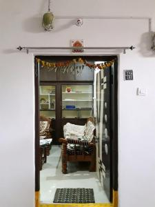 Gallery Cover Image of 1700 Sq.ft 3 BHK Apartment for rent in Kachiguda for 25000