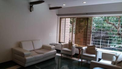 Gallery Cover Image of 1200 Sq.ft 2 BHK Apartment for rent in Khar West for 125000
