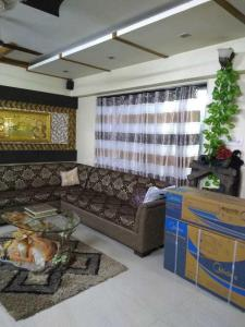 Gallery Cover Image of 1500 Sq.ft 3 BHK Apartment for rent in Santacruz East for 110000