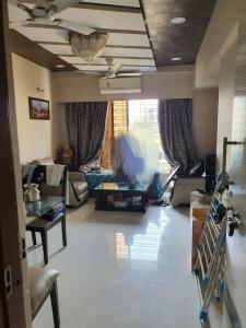 Gallery Cover Image of 990 Sq.ft 2 BHK Apartment for rent in Malad West for 40000