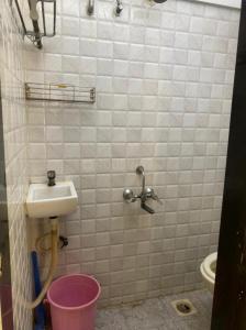 Bathroom Image of 1bhk Flat in Andheri West