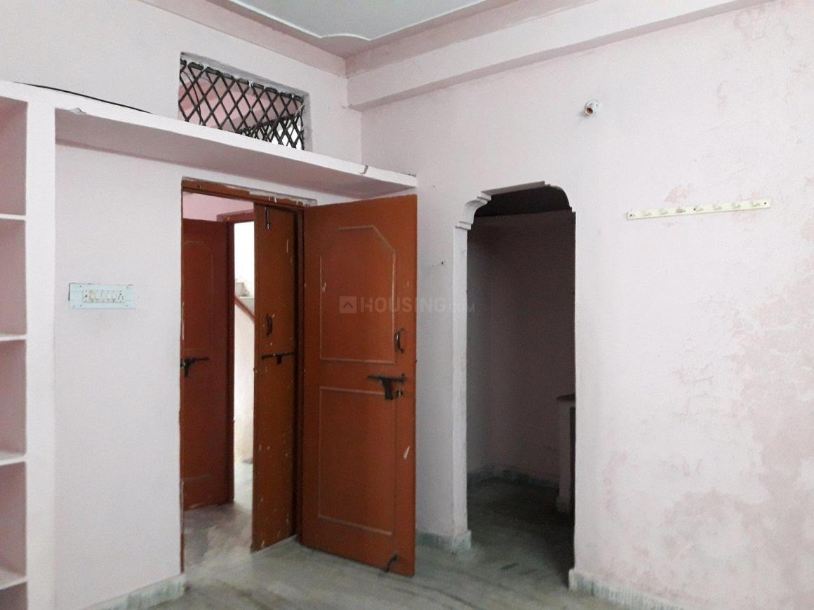 Living Room Image of 600 Sq.ft 1 BHK Apartment for rent in Moti Nagar for 6500