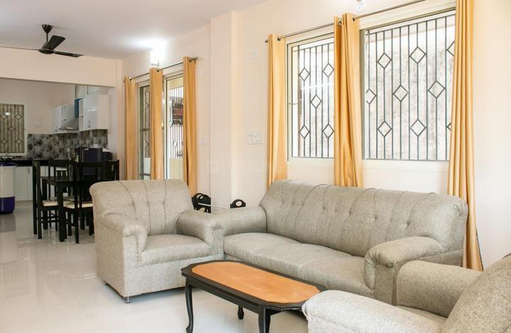 इंदिरा नगर में बॉइज़ पीजी में लिविंग रूम की तस्वीर