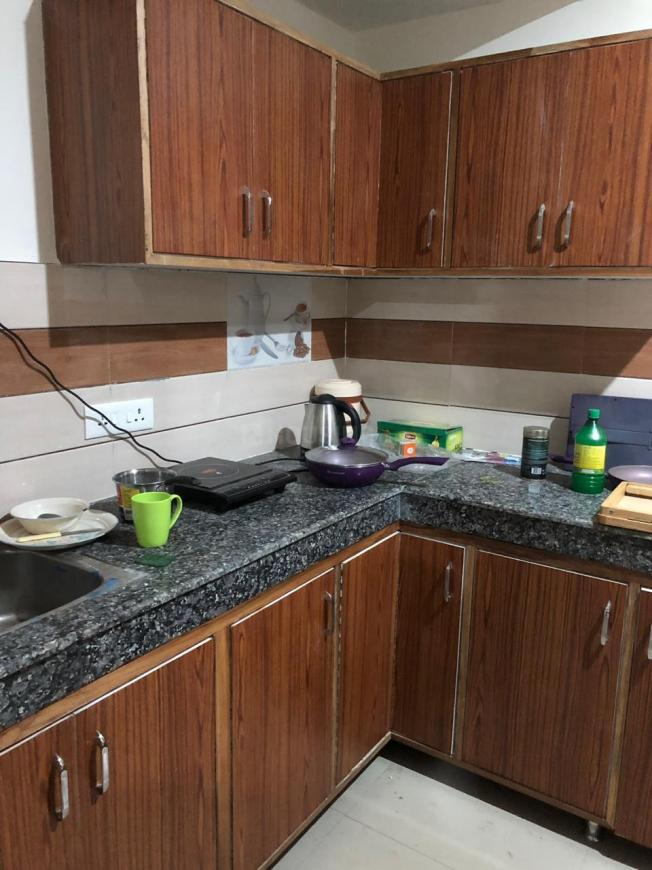 Kitchen Image of 1000 Sq.ft 2 BHK Apartment for rent in Tardeo for 125000