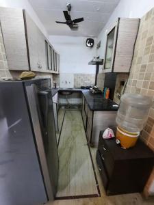 मालवीय नगर में रॉयल असोसिएट्स के किचन की तस्वीर