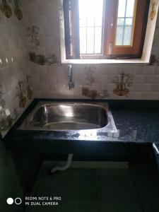 Gallery Cover Image of 1000 Sq.ft 2 BHK Independent House for rent in Uma Nagar for 6500