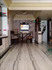 Gallery Cover Image of 770 Sq.ft 2 BHK Apartment for buy in Bhayandar East for 10000000