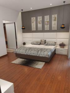 Gallery Cover Image of 1850 Sq.ft 3 BHK Independent Floor for buy in Palam Vihar for 10000000