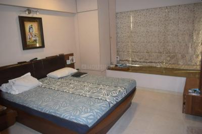 Gallery Cover Image of 1000 Sq.ft 2 BHK Apartment for rent in Jolly Highrise Apartments, Bandra West for 120000