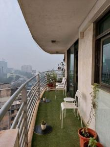 Gallery Cover Image of 1180 Sq.ft 2 BHK Apartment for rent in Lokhandwala Lokhandwala Harmony, Worli for 100000