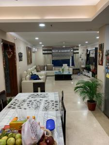 Gallery Cover Image of 2311 Sq.ft 3 BHK Apartment for rent in Sector 31 for 80000