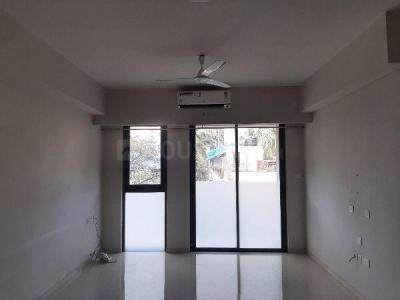 Gallery Cover Image of 1250 Sq.ft 3 BHK Apartment for rent in Rustomjee Seasons, Bandra East for 135000