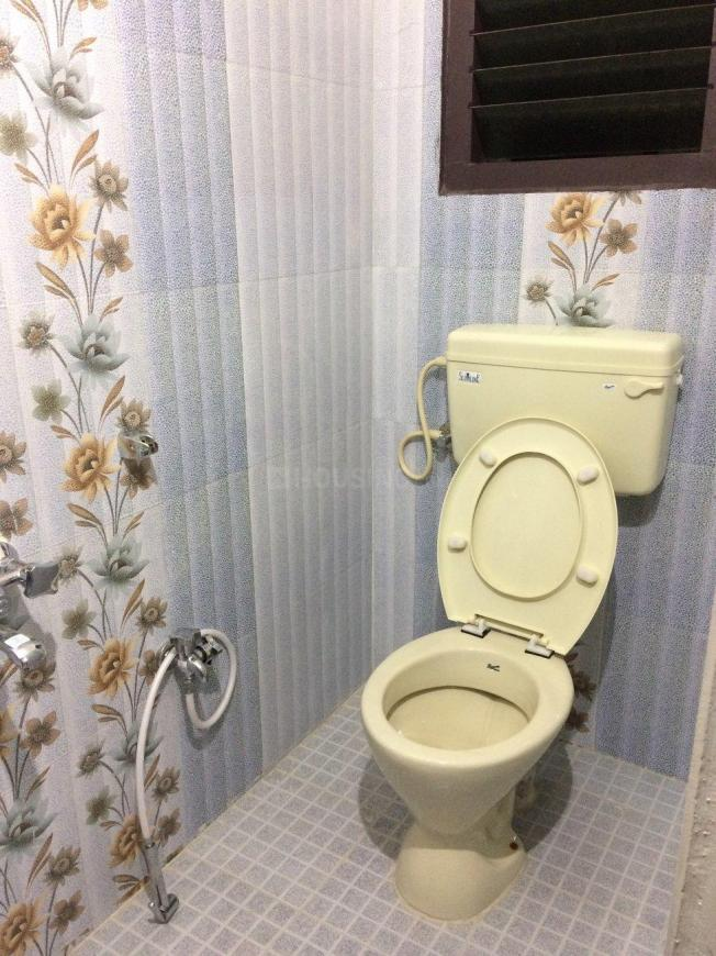 Common Bathroom Image of 777 Sq.ft 2 BHK Apartment for rent in Selaiyur for 9500