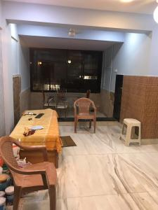 Gallery Cover Image of 560 Sq.ft 1 BHK Apartment for rent in Andheri West for 35000