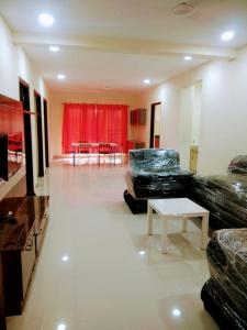 Gallery Cover Image of 1800 Sq.ft 3 BHK Apartment for rent in Hafeezpet for 45000
