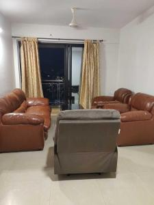 Gallery Cover Image of 1105 Sq.ft 2 BHK Apartment for rent in Malad West for 65000