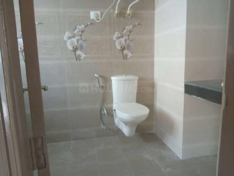 Common Bathroom Image of 1250 Sq.ft 3 BHK Independent Floor for rent in Chhattarpur for 18000