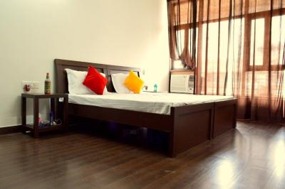 Gallery Cover Image of 3500 Sq.ft 1 BHK Apartment for rent in Sector 52 for 19000