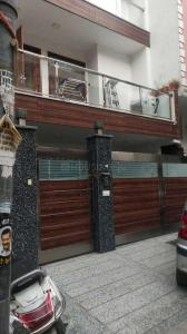 Gallery Cover Image of 1600 Sq.ft 3 BHK Independent Floor for buy in Preet Vihar for 30000000