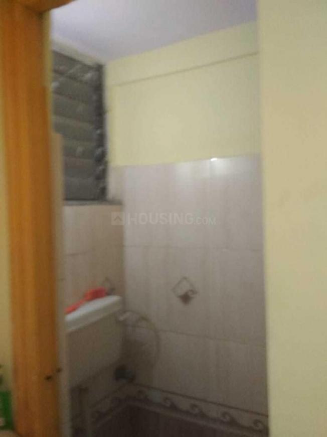 Common Bathroom Image of 1000 Sq.ft 2 BHK Apartment for rent in Kopar Khairane for 26000