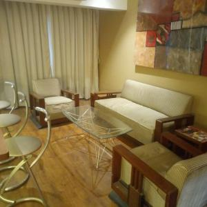 Gallery Cover Image of 1000 Sq.ft 1 BHK Apartment for rent in Santacruz East for 65000