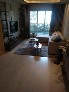 Gallery Cover Image of 950 Sq.ft 2 BHK Apartment for buy in Thane West for 7350000