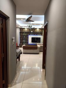 Gallery Cover Image of 1240 Sq.ft 2 BHK Apartment for rent in Prestige Lakeside Habitat Villas, Gunjur Village for 35000