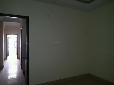 Gallery Cover Image of 560 Sq.ft 2 BHK Apartment for rent in Sector 4 Rohini for 8500