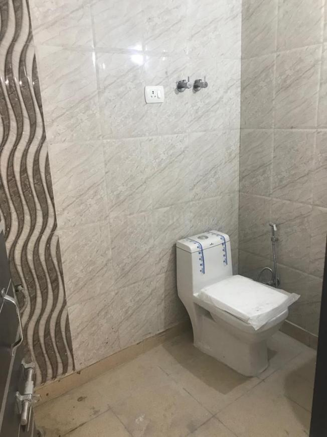 Common Bathroom Image of 880 Sq.ft 2 BHK Independent Floor for rent in Chhattarpur for 15000