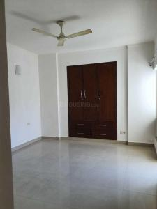 Gallery Cover Image of 2150 Sq.ft 3 BHK Apartment for rent in Chi IV Greater Noida for 22000