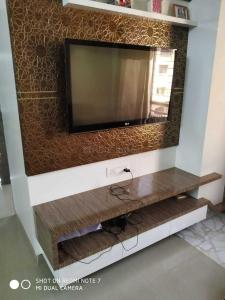 Gallery Cover Image of 1000 Sq.ft 2 BHK Apartment for rent in Hiranandani Estate for 30000