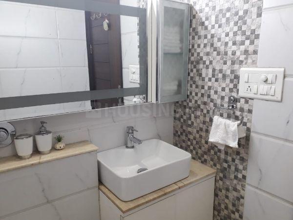 टागोर गार्डन एक्सटेंशन में वोहरा के बाथरूम की तस्वीर