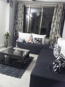 Gallery Cover Image of 1000 Sq.ft 2 BHK Apartment for buy in Vile Parle East for 25000000
