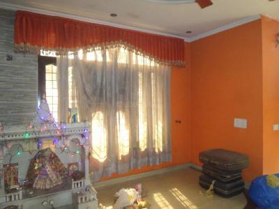 सेक्टर 21  में 3  खरीदें  के लिए 21 Sq.ft 3 BHK इंडिपेंडेंट हाउस के लिविंग रूम एक   की तस्वीर