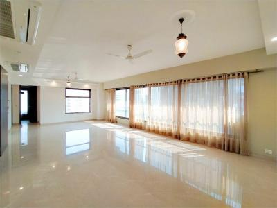 Gallery Cover Image of 2000 Sq.ft 3 BHK Apartment for rent in Khar West for 210000