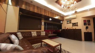 Gallery Cover Image of 686 Sq.ft 1 BHK Apartment for rent in Andheri West for 85000