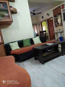 Gallery Cover Image of 1356 Sq.ft 3 BHK Apartment for buy in Bijoygarh for 7000000