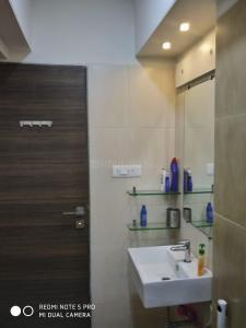 Bathroom Image of 3bhk Fully Furnished Flat Jvlr Road Jogeshwari East in Jogeshwari East