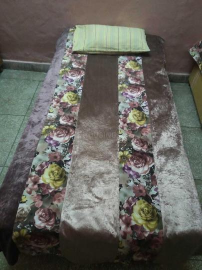 मोती नगर में शर्मा पीजी के बेडरूम की तस्वीर