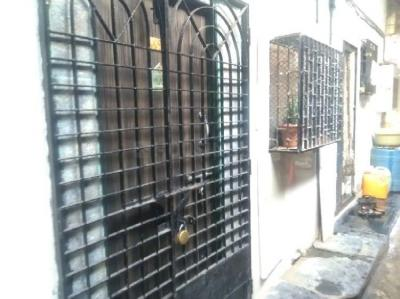Gallery Cover Image of 450 Sq.ft 1 BHK Independent House for buy in Santacruz East for 2800000