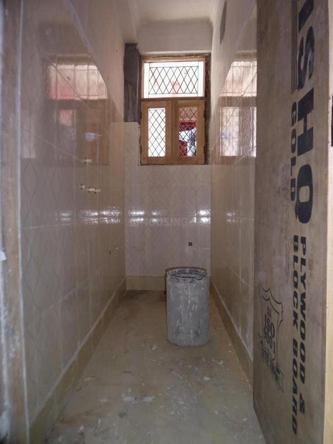 Common Bathroom Image of 300 Sq.ft 1 RK Independent Floor for buy in Mayur Vihar Phase 1 for 1300000