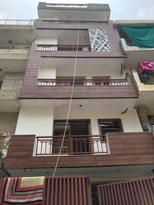 Gallery Cover Image of 1300 Sq.ft 3 BHK Independent Floor for buy in Sector 49 for 4300000